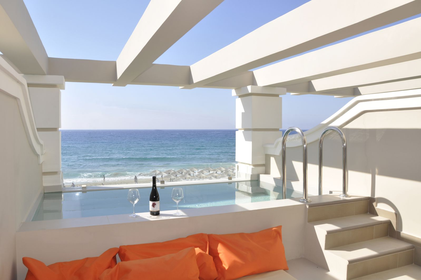 split level apartment private pool and sea view